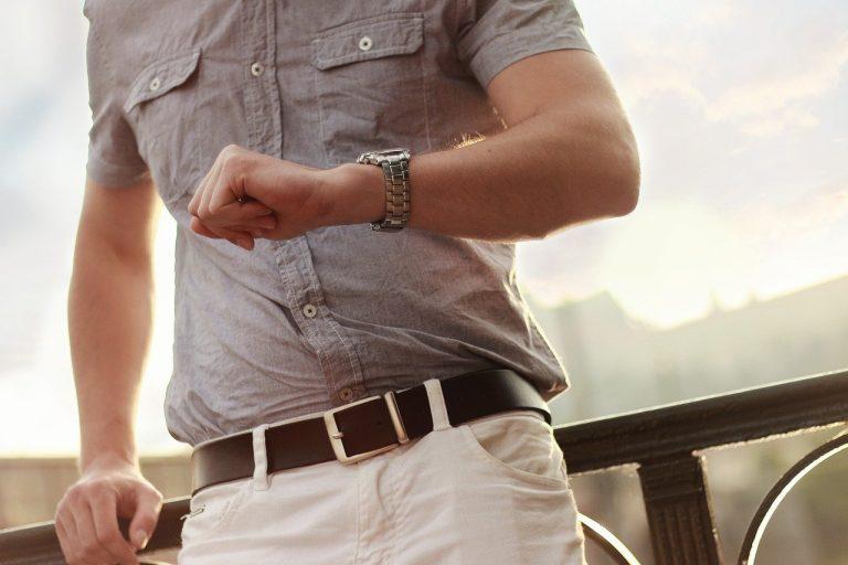 Drewniane zegarki pasują do wielu stylizacji