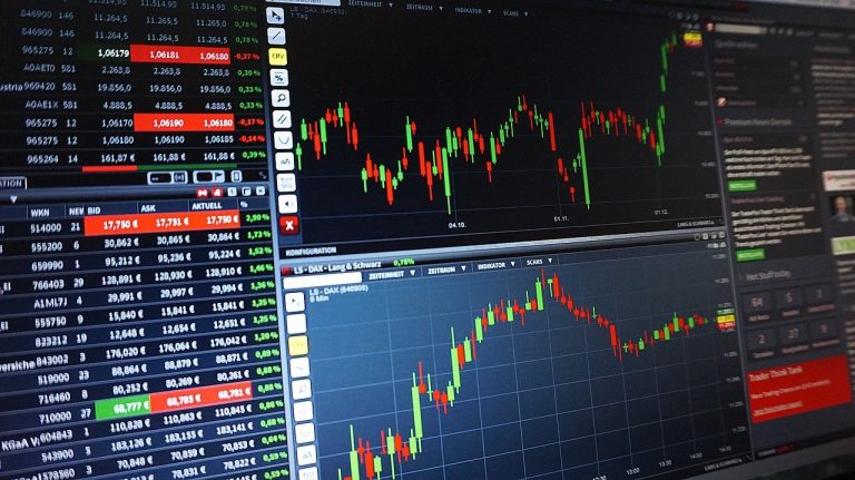 Jak sprawdzić kursy walut? Kantory internetowe najwygodniejszą opcją