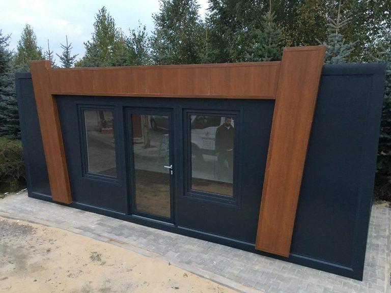 Kiedy warto wybrać domy mieszkalne z płyty warstwowej?