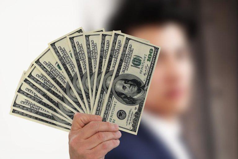 Porady dotyczące finansów osobistych, które pomogą Ci zaoszczędzić pieniądze